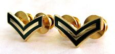 Canadian Forces pair Private Green and gold metal rank collar badges
