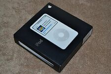 Apple iPod classic 5.5th Generation White 30GB MA444LL/A AAC MP3 Video Player Mt