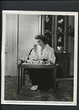 LORETTA YOUNG EATS + READS HER SCRIPT - 1943 CANDID