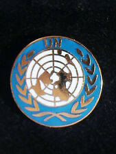 VINTAGE 1960 OFFICIAL UNITED NATIONS JEWELRY TIE TAC LAPEL GOLD & CLOISONNE PIN