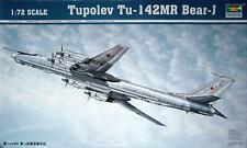 Trumpeter 01609 1/72 Tu-142MR Bear- J Bomber