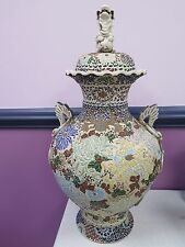 CHINESE PORCELAIN DECORATIVE VASE URN WITH FOO DOG LID