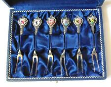 VINTAGE Set di sei Pickle FORKS with enameled braccia di città tedesche