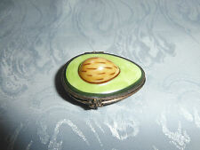 LIMOGES PEINT MAIN AVOCADO FRUIT HINGED TRINKET BOX WITH BEE CLASP RARE PIECE