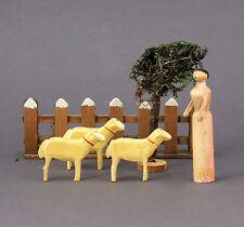 Modell Bauernhof aus Holz mit Ziegen in Spanschachtel um 1900 Skandinavien