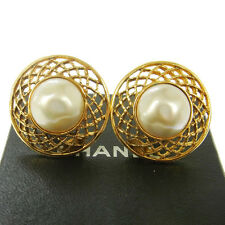 """Authentic CHANEL Vintage CC Logos Imitation Pearl Earrings Clip-On 1.2 """" B30899"""