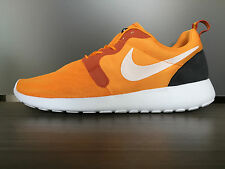 NIKE MEN'S ROSHERUN HYP SHOES SIZE 9 kumquat white orange 636220 800