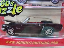 JOHNNY LIGHTNING - 60S SIZZLE - (1965) '65 FORD MUSTANG CONVERTIBLE 1/64 DIECAST