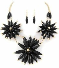 BLACK  FLOWER    STATEMENT     NECKLACE AND EARRING SET 5 B  d AX6 8