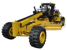 CAT CATERPILLAR 24M MOTOR GRADER WITH OPERATOR 1/50 BY DIECAST MASTERS 85264