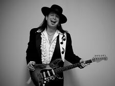 STEVIE RAY VAUGHAN POWERHOUSE GUITARIST ROCK MUSIC 8X10 PHOTO PICTURE