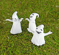 Dollhouse Miniature Halloween Ghost Posse on stakes, 16680