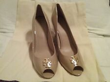 TORY BURCH JADE  PATENT LEATHER NUDE GOLD LOGO WEDGE size 11