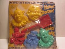 VINTAGE, 1950s, HOWDY DOODY SAND FORMS, 5 FACES PLUS SHOVEL ON ORIG. CARD