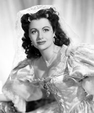 Margaret Lockwood UNSIGNED photo - D83 - The Wicked Lady
