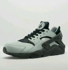 Nike Air Huarache  Premium Trainers in Mica Green & Black UK SIZE 8.5