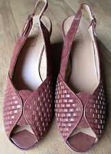 Vintage 1970s Cobbies shoes 7.5 woven rust-brown suede wedge heels