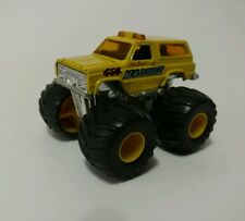 Matchbox Monster Trucks Chevy Blazer Maddog II Superfast Yellow Die Cast 1:64