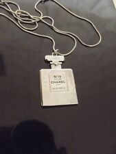 CHANEL SUPERBE AUTHENTIQUE PENDENTIF CHANEL N° 19 + CHAINE