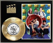 THAT 70s SHOW LIMITED EDITION SIGNATURE AND THEME SONG SERIES DISPLAY