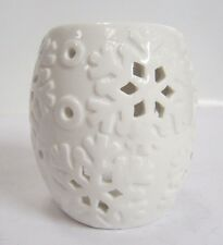 VC956- Village Candle White Gloss Snowflake Wax/Oil Burner Great Price!