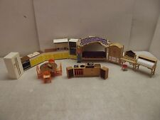 VINTAGE TOMY SMALLER HOMES DOLLHOUSE FURNITURE LOT KITCHEN LR BEDROOM 1 PEOPLE