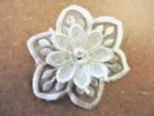 WHITE EMBROIDERED FLOWER APPLIQUE 3132-I
