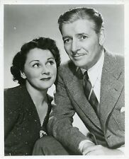 MR AND MRS RONALD COLEMAN SMILING PORTRAIT THE HALLS OF IVY 1954 NBC TV PHOTO