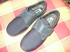 EASY B NAVY SHOES SIZE 6 VELCRO FASTENING FROM DB VERY GOOD COND **REDUCED**