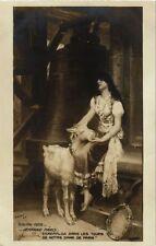 CPA Salon 1909 J. PARIS - Esmeralda dans les Tours de N.D. de Paris (217829)
