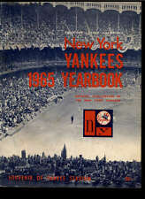 1965 NEW YORK YANKEES OFFICIAL TEAM YEARBOOK LOT1035