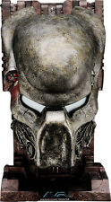 ALIEN VS PREDATOR Pyramid Guard Predator Mask 1:1 Scale Prop Replica (Sideshow)