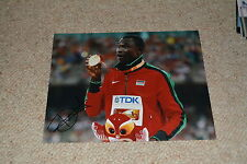 DAVID RUDISHA signed Autogramm In Person 20x25 cm Gold OLYMPIA 800m Weltrekord