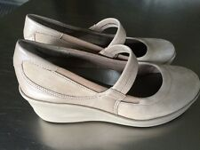 Easy Spirit Anti Gravity Mohala Womens Putty Leather Shoes 6 M Wedge Heel