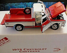 Danbury Mint 1972 Chevrolet Cheyenne Pickup 1:24 Die-Cast Truck Red White