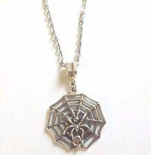 collier argenté avec pendentif toile avec araignée et tête de mort 33x31 mm