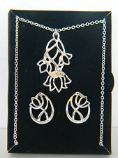 AVON 2012 SILVERTONE FLORAL NECKLACE & EARRINGS GIFT SET