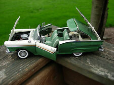 Danbury Mint 1/24th Scale 1957 Ford Fairlane 500 Skyliner-VERY NICE-
