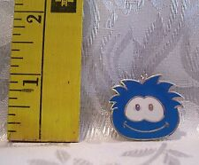 Walt Disney BLUE 2009 PENGUIN PUFFLE CLUB BOOSTER TRADING Hat Lapel Pin Badge