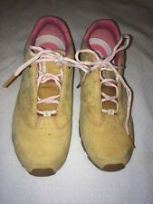 Women timberland Beige Suede Tennis Shoes, Size 7.5 M