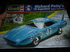 REVELL 1970 PLYMOUTH SUPERBIRD RICHARD PETTY 1/24 Model Car Mountain KIT OPEN
