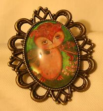 Handsome Festoon Brasstone Earth Tones Wise Old Hoot Owl Glass Cameo Brooch Pin