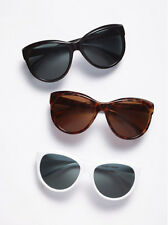 VICTORIA'S SECRET CAT-EYE SUNGLASSES IN WHITE