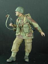 1/35th WWII British Para Standing with Sten Wee Friends WF35024 unpainted kit
