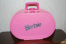 VINTAGE BARBIE DOLL SUITCASE FOLD OUT BEDROOM & LIVING ROOM