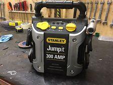 Avviatore Super Potente Batteria Auto/Moto Stanley Jumpit 300 Amp con Luce e Usb