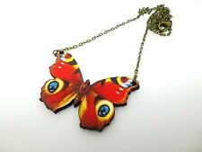 BEAUTIFUL VIBRANT PEACOCK WOODEN BUTTERFLY ANTIQUE GOLD NECKLACE PENDANT REDS