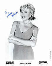 VANNA WHITE HANDSIGNED 10 X 8 BLACK & WHITE WHEEL OF FORTUNE PROMO PHOTOGRAPH