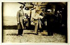 Cartolina Fotografica Aviazione - Personaggi In Partenza Con Ufficiali E Piloti