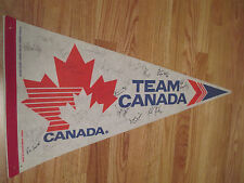 1985 MEN'S WORLD CHAMPIONSHIP CANADA signed Pennant STEVE YZERMAN + Team